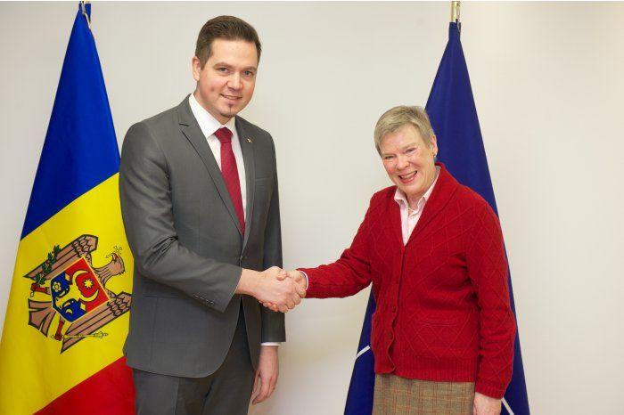 Ульяновски провел встречу с заместителем генерального секретаря НАТО