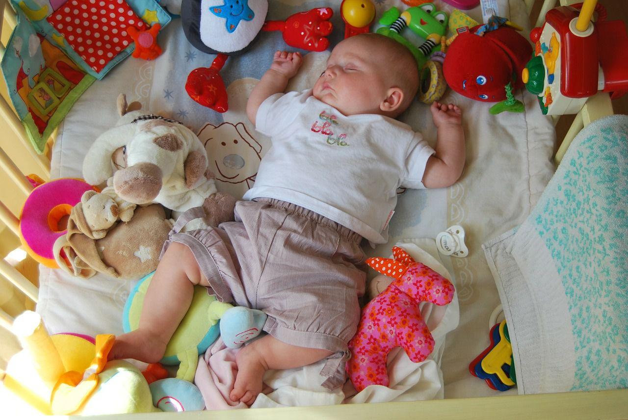 ребенку месяц очень сильно ворочееться во сне тонкое термобелье