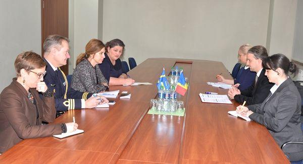 Министр обороны встретился с послом Швеции в РМ