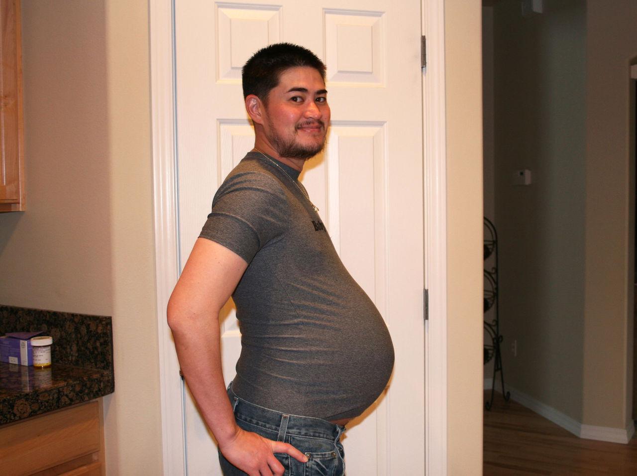 Картинки по запросу беременный мужчина в европе