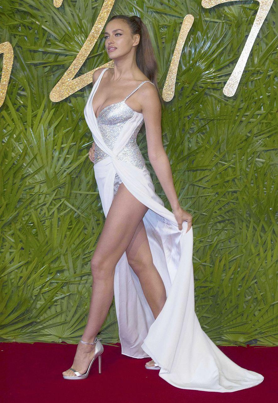 d776251c5af08ae ... Ирины Шейк в откровенном платье «сердечком». Восхищённые комментарии  оставили не только на русском и английском, но и на французском,  итальянском и ...