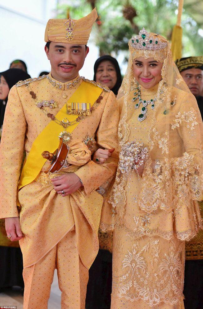 Cum Arata Mireasa Printului Din Brunei In Rochie De Aur Si Pantofi