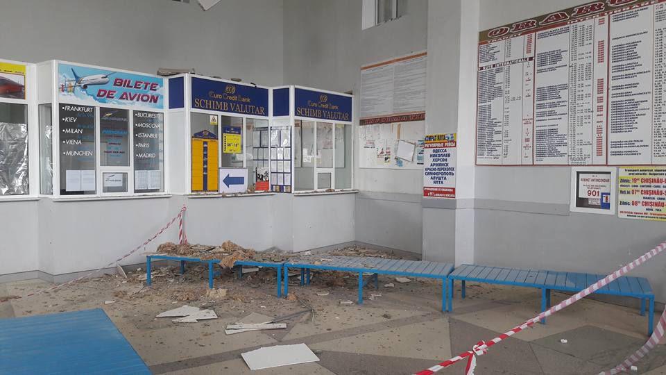 На Южном автовокзале столицы обваливается потолок