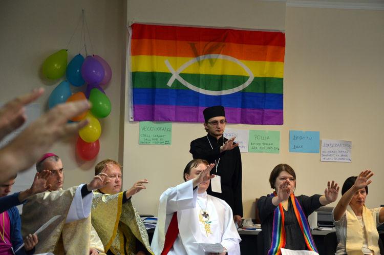 Обсуждение разных тем на гей форумах фото 259-929