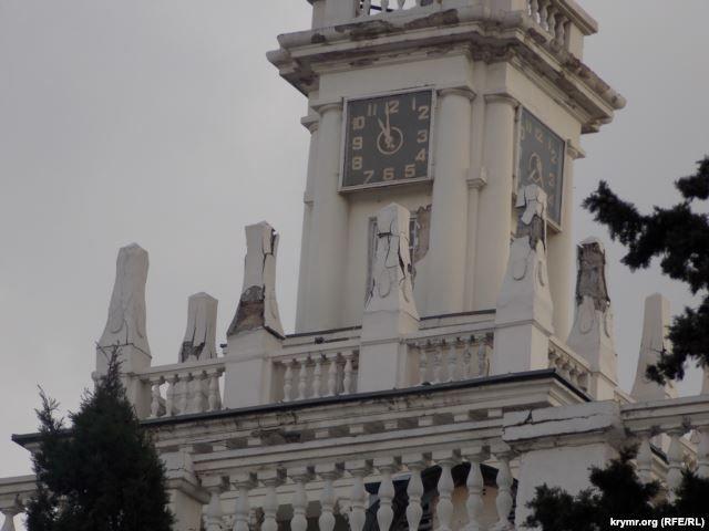 В центре Севастополя разрушается одна из главных достопримечательностей
