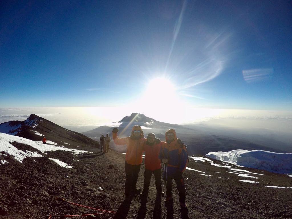 Пятеро молодых ребят из РМ покорили вершину Килиманджаро