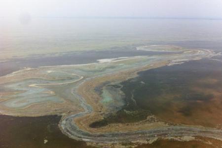 Жителей Бурятии напугало пятно на поверхности озера Байкал
