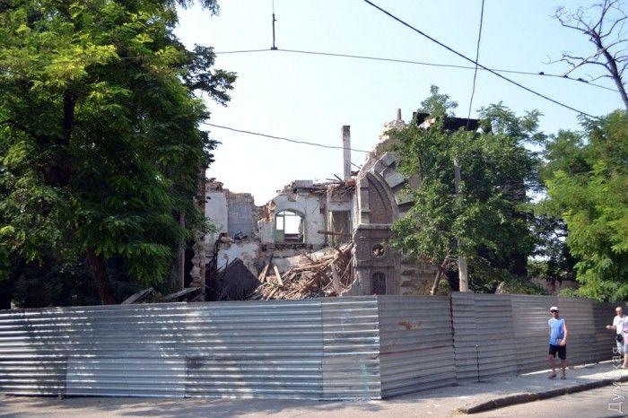 Руины Масонского дома в Одессе обнесли забором