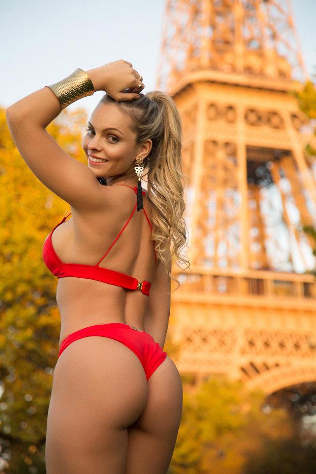 Красотка в бикини онлайн