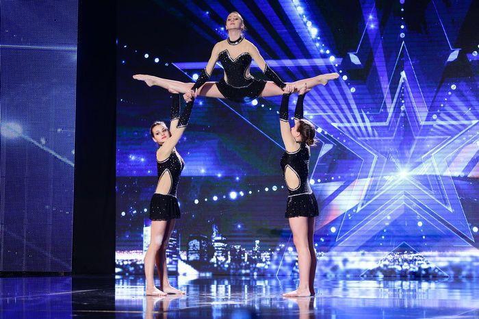 женская тройка, акробатика