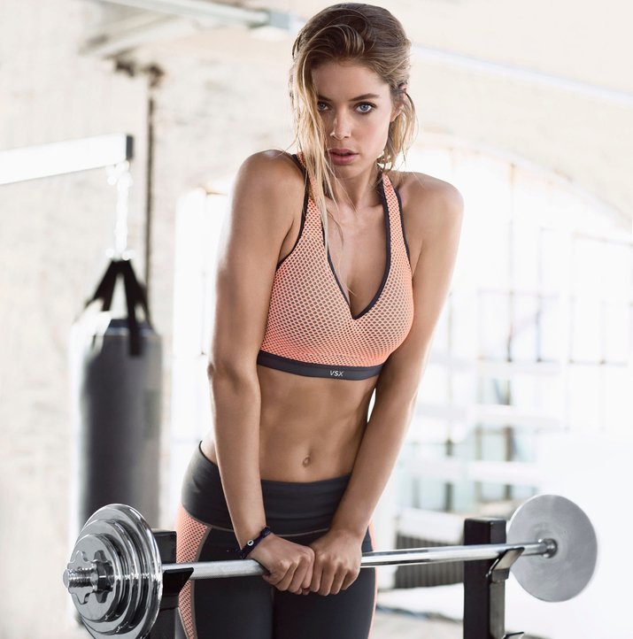 Фотографии девушек в спортзале 19 фотография