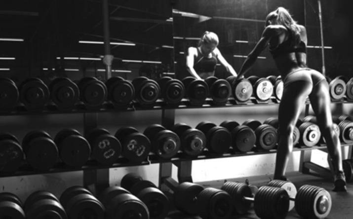женщина, поднятие тяжестей