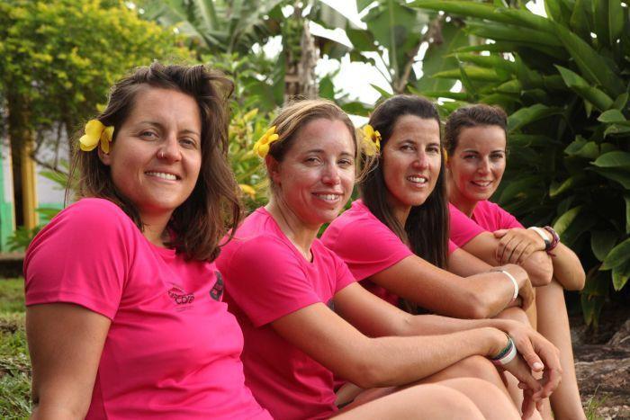 четыре женщины на байдарках, байдарка