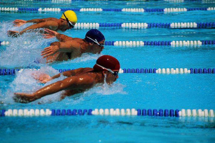 чемпионат по плаванию, комрат