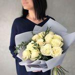 Букет из 11 белых роз с эвкалиптом
