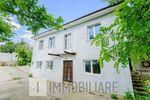 2 case cu 2 niveluri, or. Sîngera, str. Alexandru Lăpușneanu.
