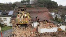 Un bărbat din Germania și-a dărâmat casa cu chiriașul înăuntru