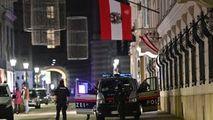 Mărturiile unor români prinși în teroarea din Viena: Nu ieşim din case