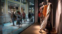 Portugalia a relaxat restricţiile: Magazinele au fost luate cu asalt
