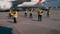 Flashmob pe aeroportul Milano Malpensa: Angajații au dansat Jerusalema