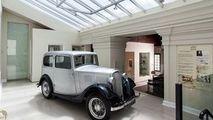 Prima maşină cumpărată de Prinţul Philip, păstrată la un hotel