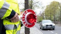 Bătrână fără permis de 20 de ani, prinsă de poliție după ce a băut votcă