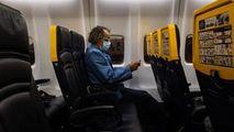 Studiu: Spaţiul liber între pasageri pe avion reduce riscul de infectare