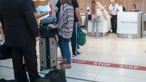 Un moldovean a fost prins cu hașiș în adidași la Aeroportul Iași