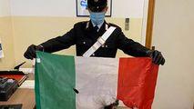 Cântau imnul Moldovei și incendiau steagul Italiei: Riscă pușcărie