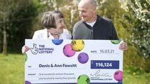 Un bătrân a câștigat la loterie pentru că și-a uitat ochelarii acasă