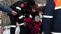 Gheața face victime: O femeie din Bălți, ajutată de carabinieri