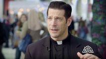Podcastul unui preot despre Biblie ocupă locul 1 în SUA