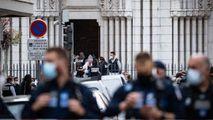 Nisa: Momentul în care polițiștii au intervenit pentru a opri atacatorul