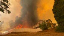 California: Faimoasa rezervație cu arbori sequoia arde neîncetat