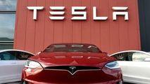 Veste pentru șoferii de Tesla: Modelele dispun de meniu în limba română