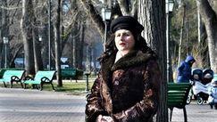 Burghilă, dojenită la bustul lui Eminescu: N-avem bani, iar tu cu blană
