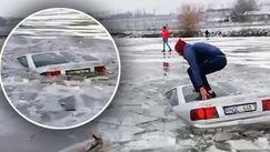 Un șofer și-a scăldat mașina de Bobotează: Un Audi, blocat sub gheață