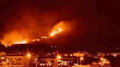 Plajă distrusă de flăcări în Catania: Incendiile amenință aeroportul