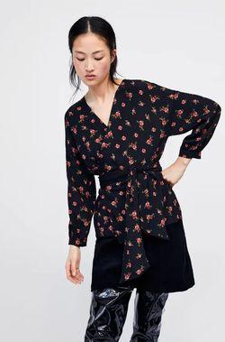 Блуза ZARA Черный в цветочек 2183/051/330
