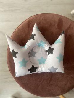 Pernuta corona cu stelute albastre