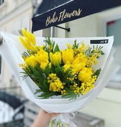 Букет из тюльпанов и мимозы
