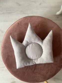 Pernuta corona gri