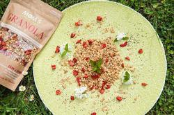 Granola cu căpșuni și chia, 360 g.