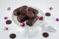 Dulciuri nuci și prune în ciocolată