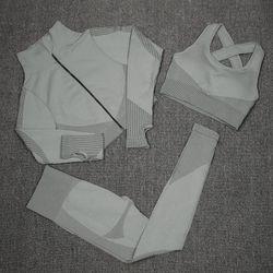 Костюм тройка размер M