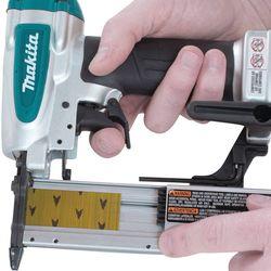 Pistol pneumatic pentru batut cuie Makita AF353
