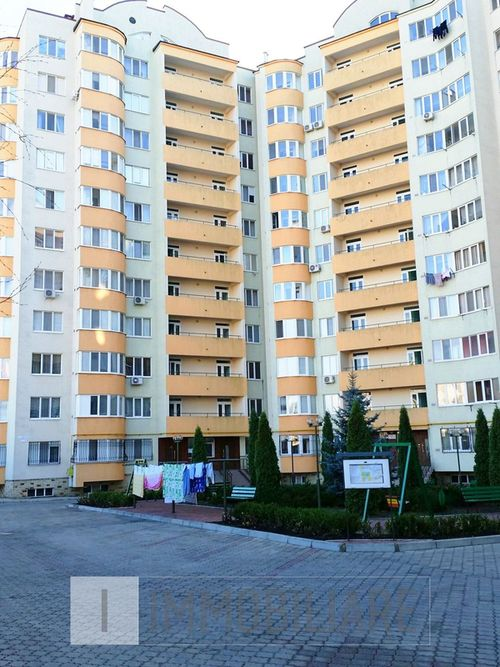 Apartament cu 3 camere, sect. Buiucani, bd. Alba Iulia.