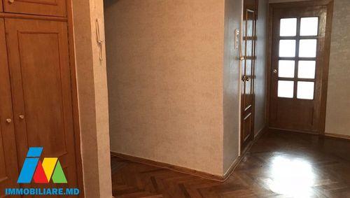 Apartament 3 camere. Sectorul Botanica, str. Cuza Vodă.
