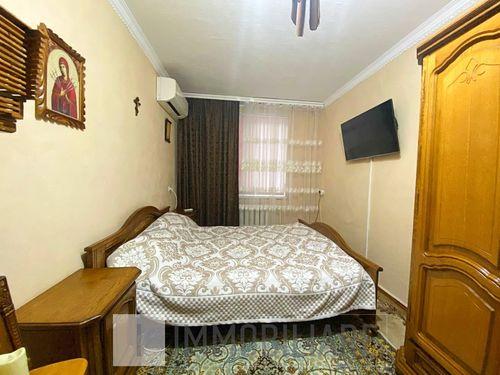Apartament cu 3 camere, sect. Rîșcani, str. Nicolae Dimo.