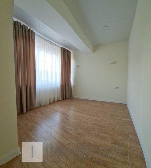 Apartament cu 3 camere, sect. Centru, str. Pușkin.